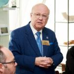 Governor Thomas Guzatis stellt den Distrikt vor (mit freundlicher Genehmigung von Frank Nürnberger, Rotary Club Berlin-Platz der Republik)