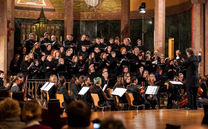 Einladung: 100-köpfiges Ensemble mit Friedensmesse in Berliner Gedächtniskirche